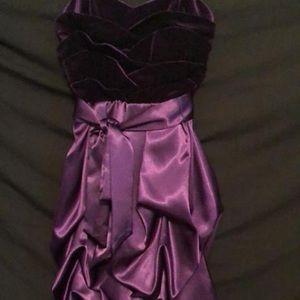 Dresses & Skirts - Gorgeous grape formal mini